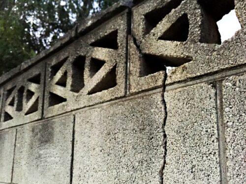 奈良県で外構やエクステリアのブロック塀のひびや割れや危険性について