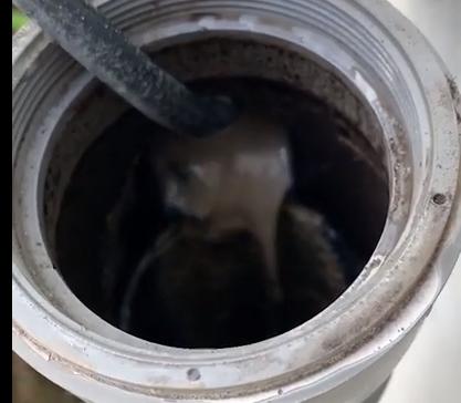 奈良 排水詰りの解消作業